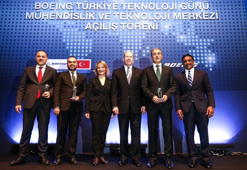 SSB Pres. Demir (2-R), Industry & Tech D. Min. Kacu0131r (2-L), Transportation and Infrastructure D. Min. Sayan (L), BR&T's Hussain (R), Boeing Turkey's Sargu0131n (3-L) attend the opening ceremony of Boeingu2019s first Engineering and Technology Center, Monday.