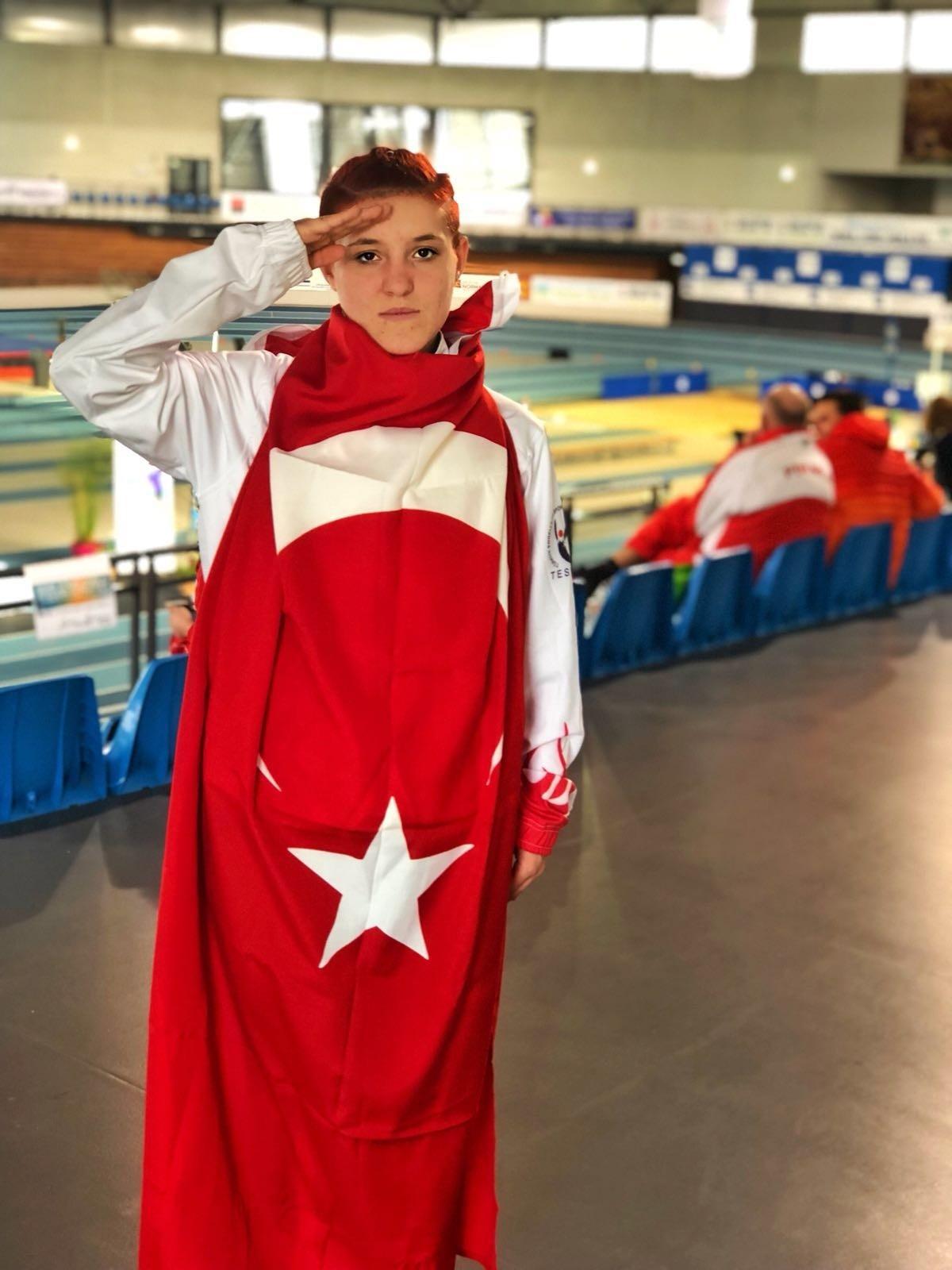 Muhsine Gezer took home the gold in the womenu2019s 1,500-meter race.