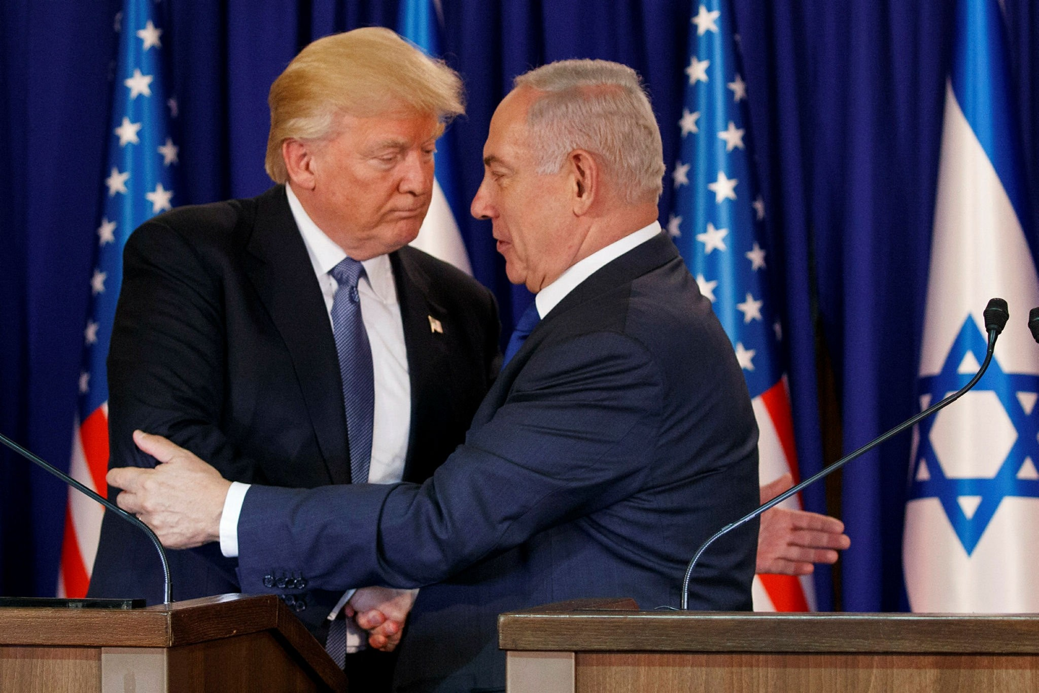 U.S. President Trump (L) shakes hands with Israeli Prime Minister Netanyahu after making a joint statement, Jerusalem, May 22, 2017.