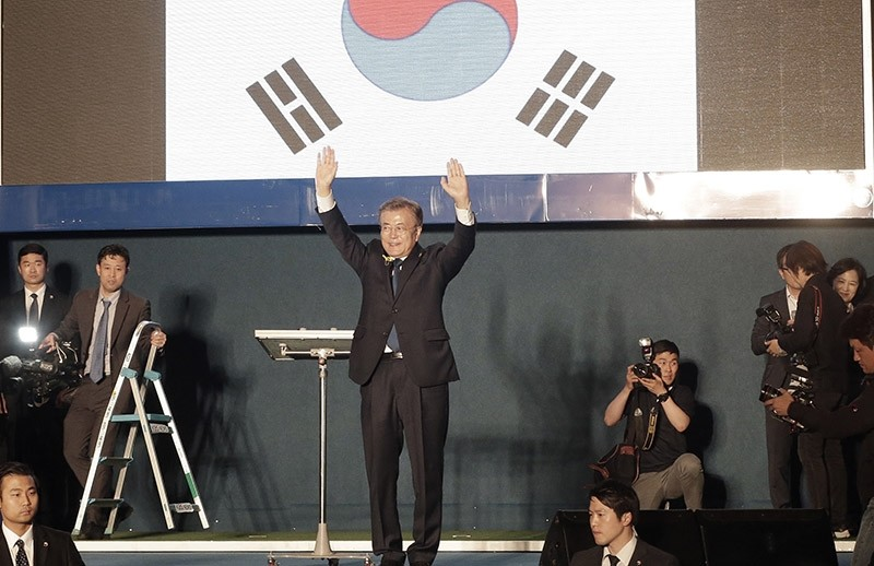 South Korea's presidential candidate Moon Jae-in of the Democratic Party waves as he arrives to give a speech on a stage in Seoul, South Korea, Wednesday, May 10, 2017 (AP Photo)
