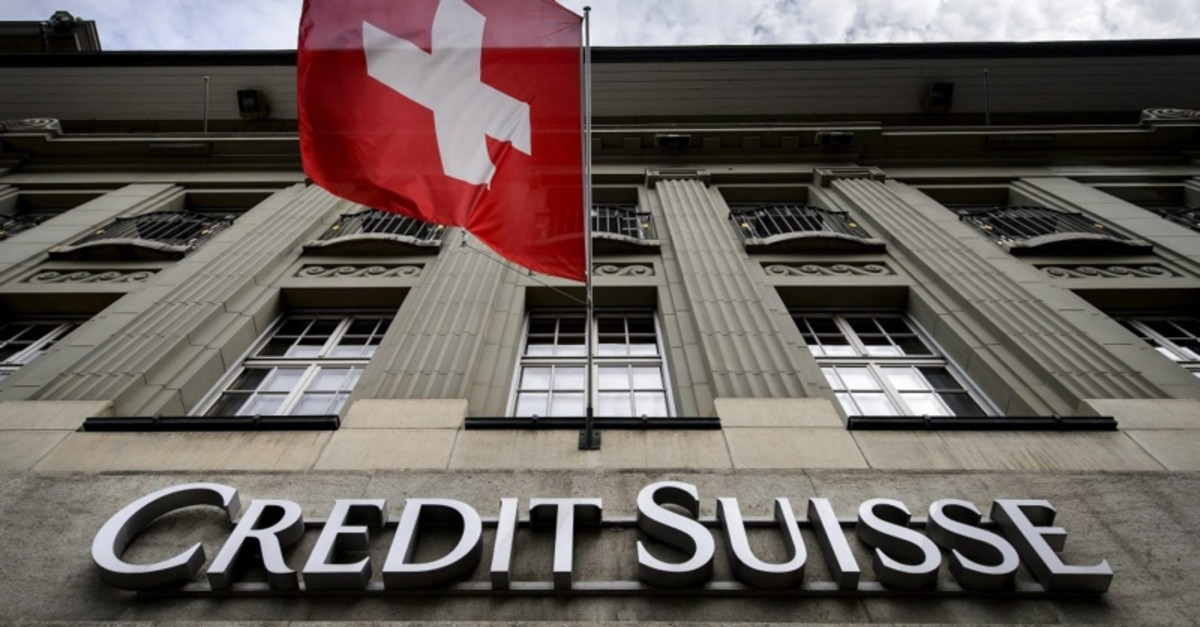 A Swiss flag flies over a sign of Swiss bank Credit Suisse on May 8, 2014 in Bern. (AFP Photo)
