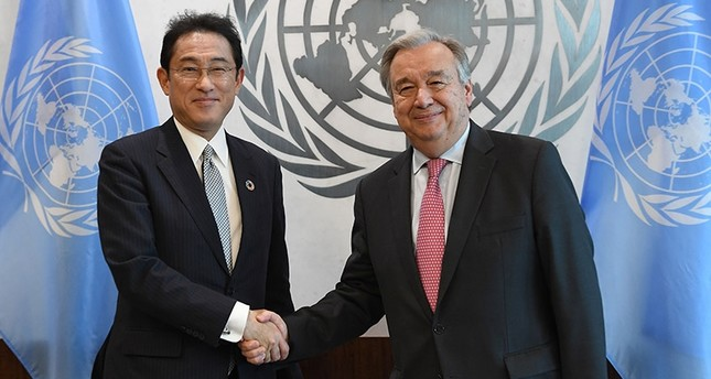 Japanese Foreign Minister Fumio Kishida (L) meets with United Nations Secretary General António Guterres July 17, 2017 at the United Nations in New York. (AFP Photo)