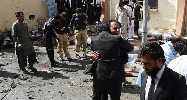 Pakistani lawyers react as they stand near the bodies of victims of a bomb explosion at a government hospital premises in Quetta on August 8, 2016. (AFP Photo)