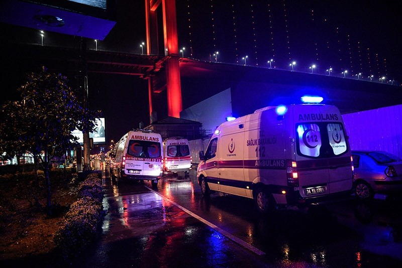 Ambulances transport wounded people after a gun attack on Reina, a popular night club in Istanbul near by the Bosporus, early morning in Istanbul, turkey 01 January 2017. (EPA Photo)