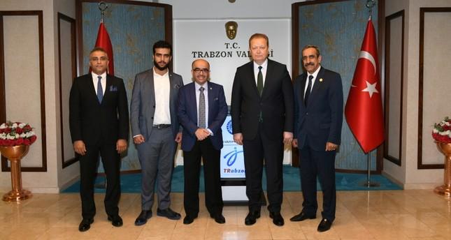 رئيس منظمة السياحة العربية (وسط) يلتقي والي ترابزون