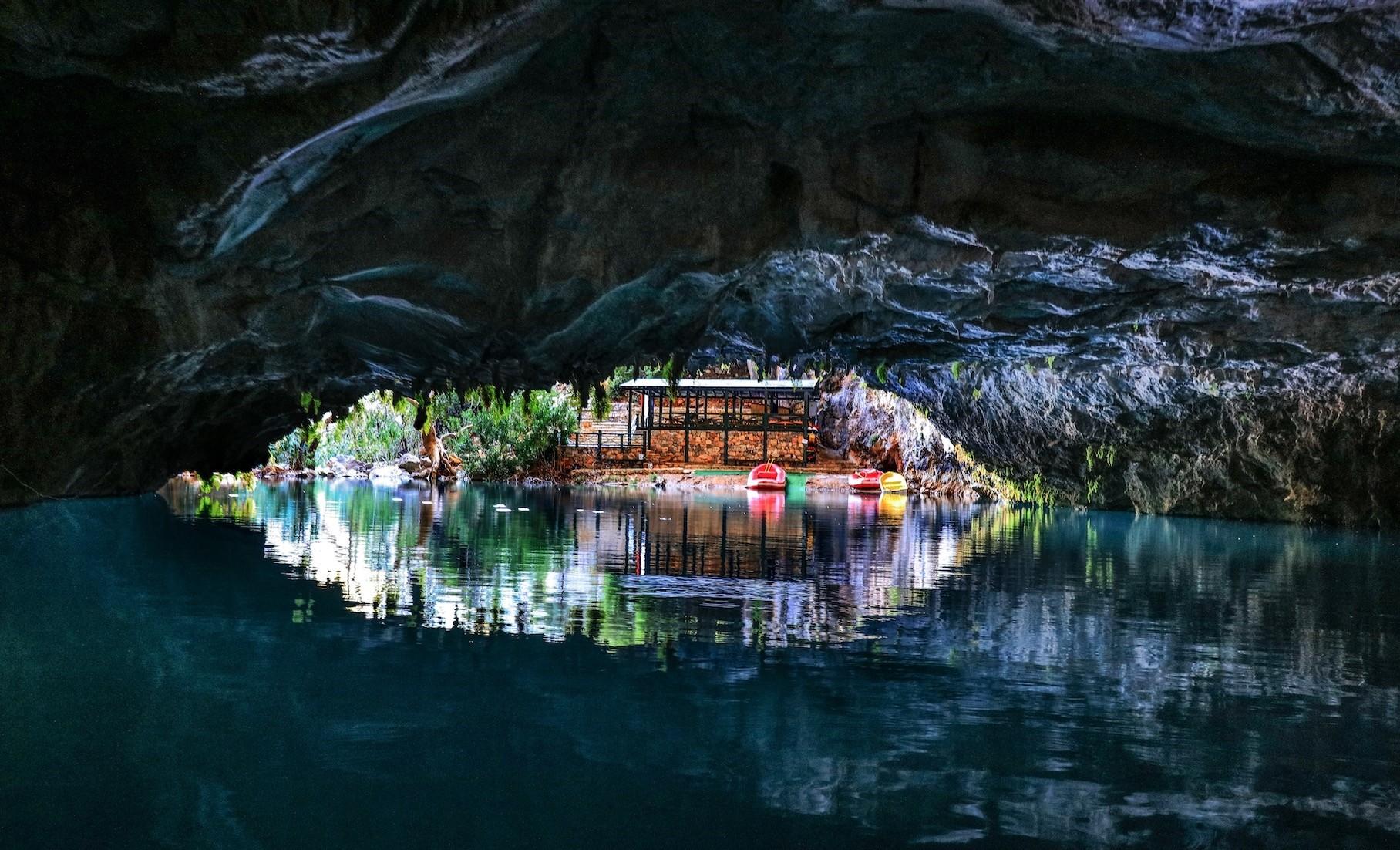 Altu0131nbeu015fik Cave in Antalyau2019s Akseki district