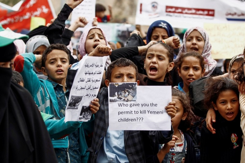 Yemeni children raise protest signs and chant slogans during a demonstration in the capital Sanaa on August 12, 2018, against an airstrike by the Saudi-led coalition which hit a bus killing dozens of children. (AFP Photo)