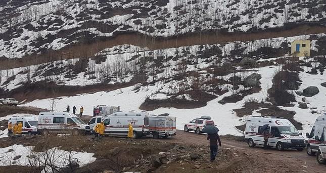 استشهاد 12 شخصا في سقوط مروحية بسبب الضباب شرقي تركيا