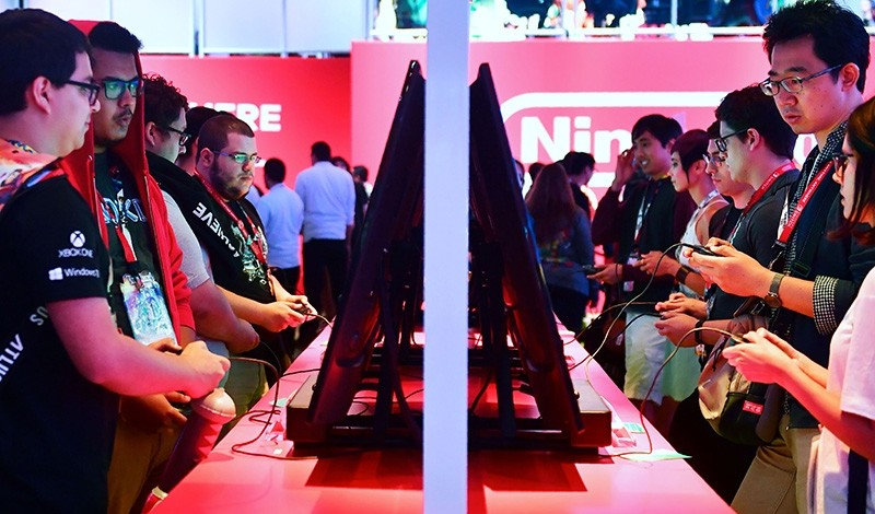 In this file photo taken on June 13, 2018 Gaming fans play Super Smash Bros on Nintendo Switch at the 24th Electronic Expo, or E3 2018, in Los Angeles, California. (AFP Photo)