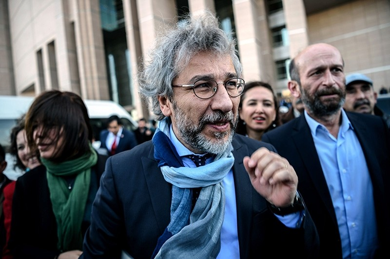This file photo taken on April 01, 2016, shows Can Du00fcndar arriving at the Istanbul courthouse for his trial. (AFP Photo)