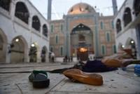 Nach einem der schwersten Selbstmordanschläge in der Geschichte Pakistans auf einen Schrein liberaler Sufi-Muslime ist die Zahl der Toten auf 75 gestiegen.  Das sagte am Freitagmorgen ein Arzt am...