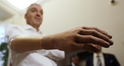 Researchers develop robotic hand with better grip for less money