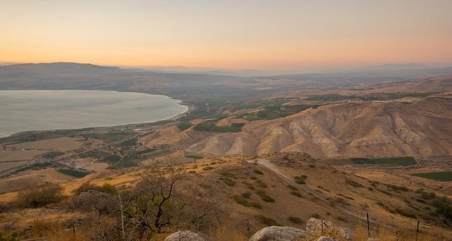 منظر عام لشمال إسرائيل ويظهر فيه جانب من بحيرة طبرية (من الأرشيف)