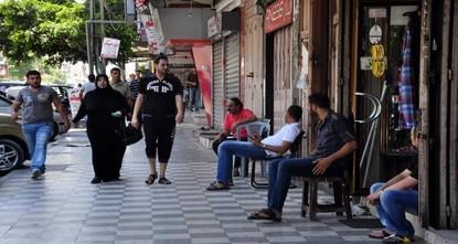 بسبب الكساد الكبير.. تجار غزة يفضلون الخسارة الجزئية على الخسارة الشاملة