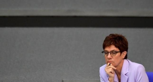 Kramp-Karrenbauer fordert Steigerung der Wehrausgaben