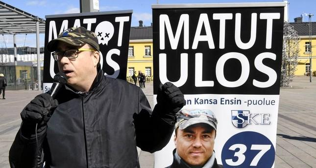 سياسي فنلندي متطرف يمزق نسخة من المصحف الشريف