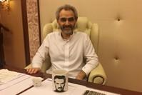 الأمير الوليد بن طلال أثناء لقائه مع مراسل رويترز (رويترز)