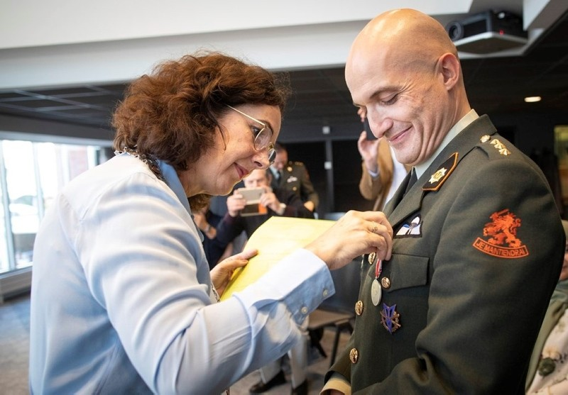 Amsterdam Mayor Femke Halsema decorates Dutch officer Ekrem Karadeniz with a medal provided by the Carnegie Heroes Foundation for his bravery in a fire in Amsterdam, Oct. 19, 2018. (AA Photo)