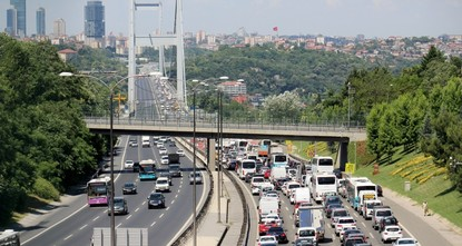 Bridge maintenance backs up Istanbul traffic