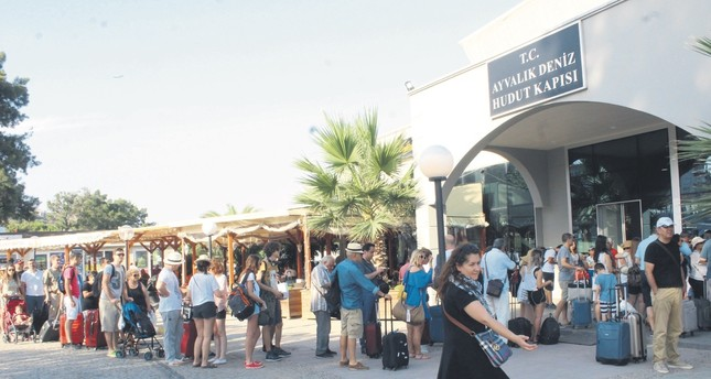 Aegean coasts of Turkey enjoy influx of Greeks coming to shop