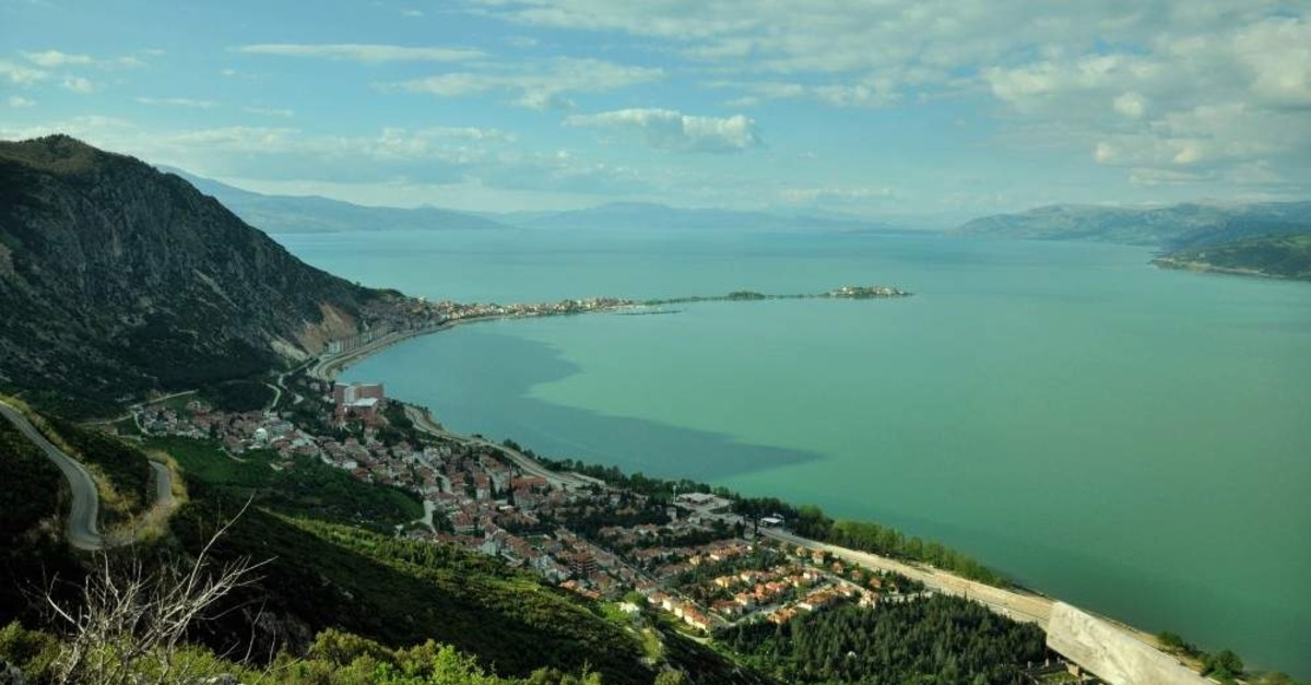 The town of E?irdir is located next to its namesake lake. (iStock)
