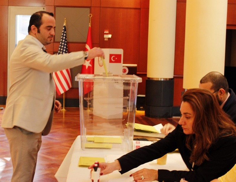 This file photo shows a Turkish expat casting his vote for Nov. 1, 2015 elections at the Embassy of Turkey in Washington D.C., on Oct. 21, 2015. (AA Photo)