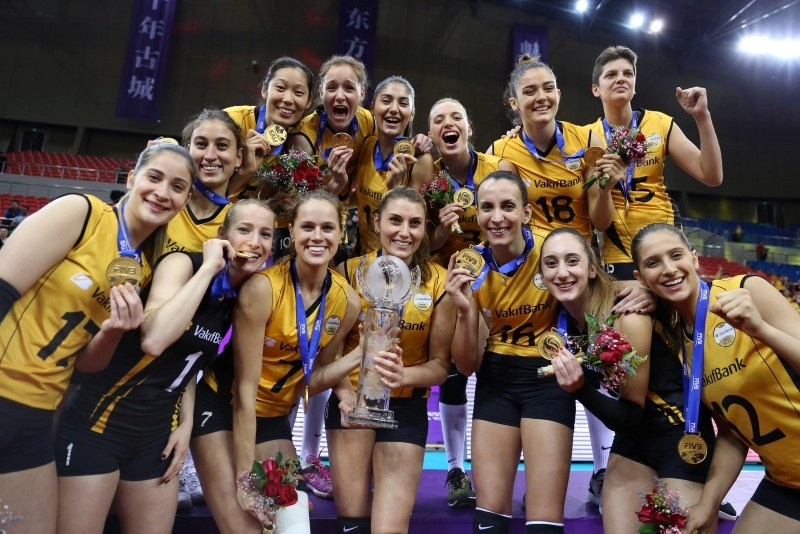 Vaku0131fbank players celebrate their victory after winning the 2018 Women's FIVB World Championship, in Shaoxing, eastern China, Dec. 09, 2018. (AA Photo)