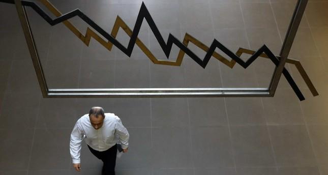 European shares extend losses, focus on Jackson Hole