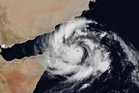 بعد اجتياحه سواحل سقطرى وعُمان.. السعودية تتأهب لإعصار مكونو