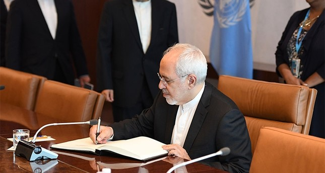 Javad Zarif, Minister for Foreign Affairs, Islamic Republic of Iran meets with United Nations Secretary-General António Guterres on July 17, 2017 at the United Nations Headquarters in New York (AFP File Photo)