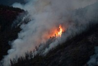 California wildfire moves toward Yosemite National Park, small mountain towns