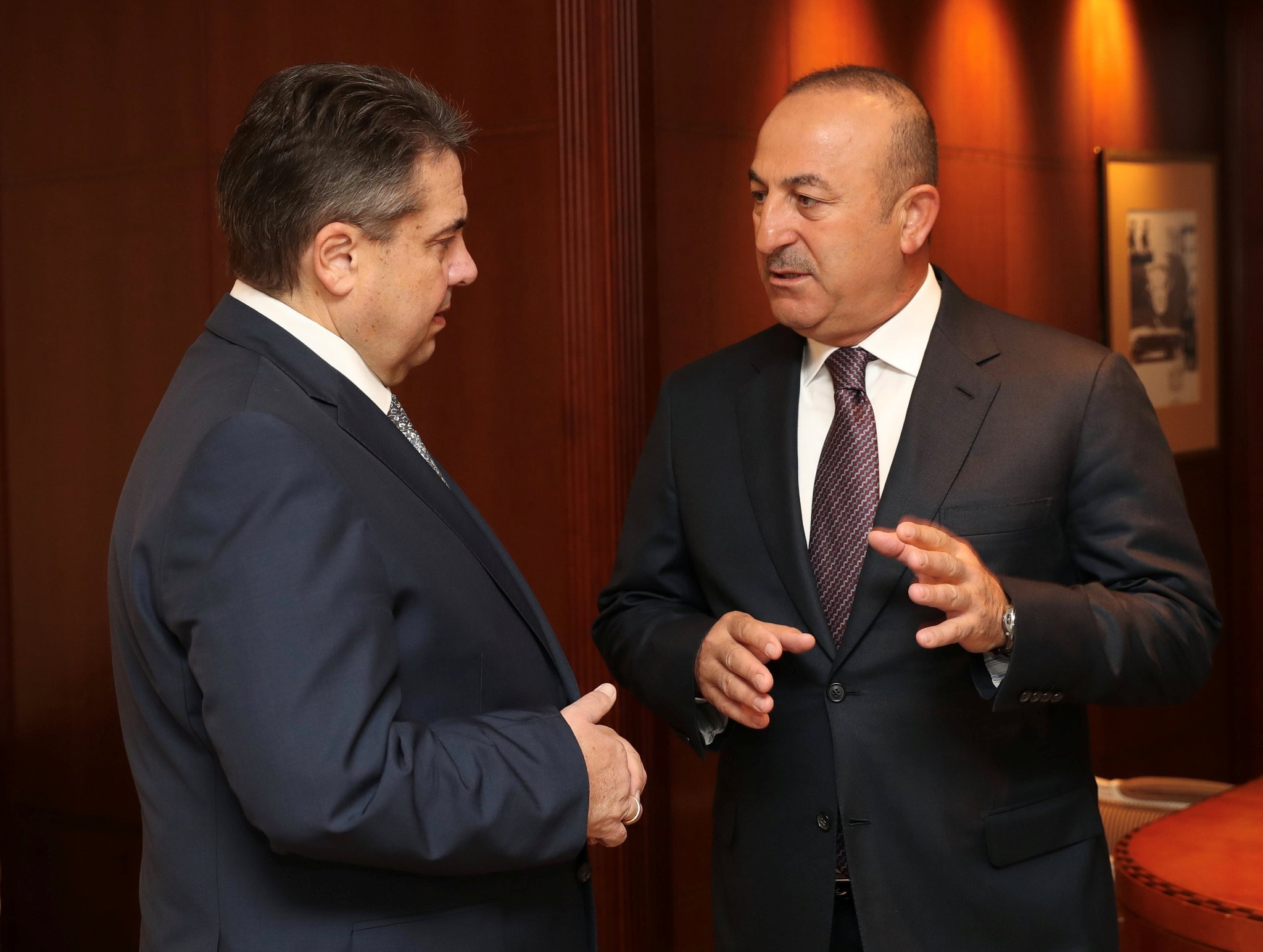 Foreign Minister Mevlu00fct u00c7avuu015fou011flu (Right) meets his German counterpart Sigmar Gabriel in Berlin, Germany, Wednesday.