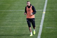 Burak Yılmaz, Robinho head for Istanbul as transfer window opens