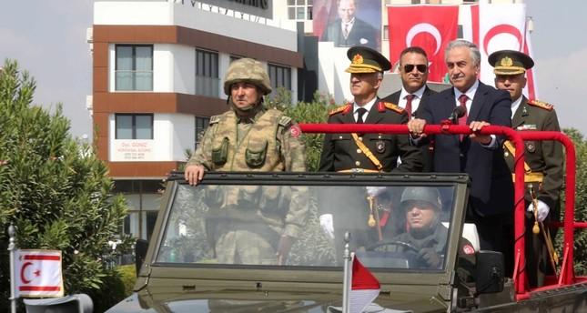 فؤاد أوقطاي خلال مشاركته احتفالات السلام والحرية بجمهورية شمال قبرص التركية
