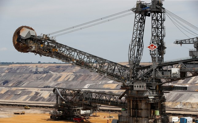 An excavator of German utility RWE is seen without its shovels while being serviced at RWE's open-cast brown coal mine of Garzweiler near Jackerath west of Duesseldorf, Germany, June 18, 2019. (Reuters Photo)