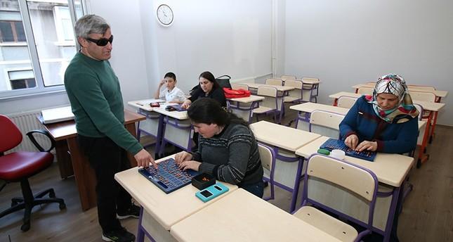 بلدية تركية تعلّم المكفوفين تلاوة القرآن عبر أبجدية بريل