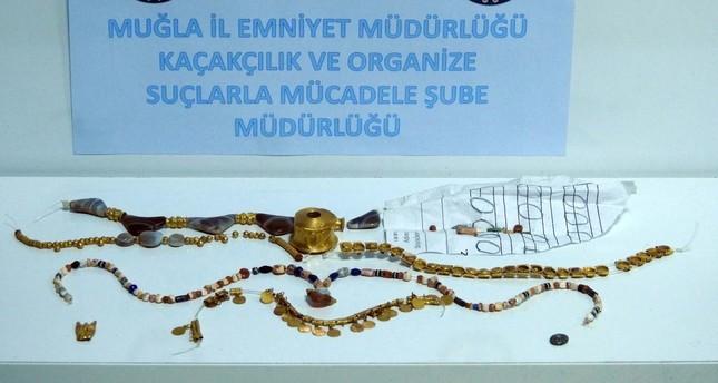 Police seize 1 million liras worth of Hellenistic jewelry in western Turkey