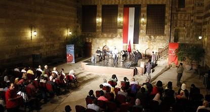 ليلة الحنّاء التركية.. عرض فلكوري في معرض ثقافي بارز بمصر