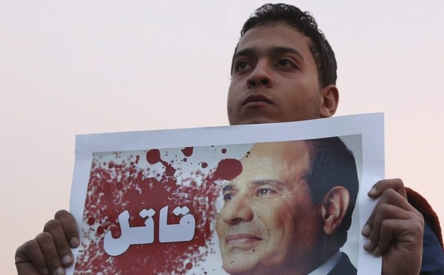 A demonstrator holds a poster of Egyptian President Abdel Fattah el-Sissi with the word Killer written on it during a silent protest, Cairo, Feb. 14, 2015. (REUTERS Photo)