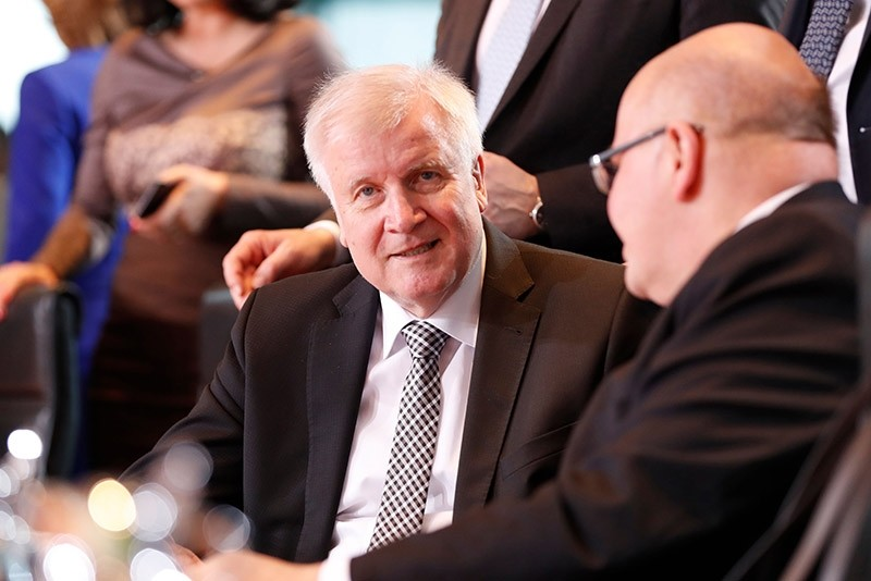 German Interior Minister Horst Seehofer (L) talks with German Economy Minister Peter Altmaier during the first cabinet meeting of the newly appointed ministers at the chancellery in Berlin on March 14, 2018. (AFP Photo)