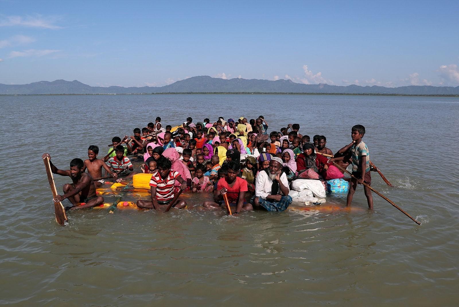 Rohingya refugees cross the Naf River with an improvised raft to reach to Bangladesh at Sabrang near Teknaf, Bangladesh November 10, 2017.