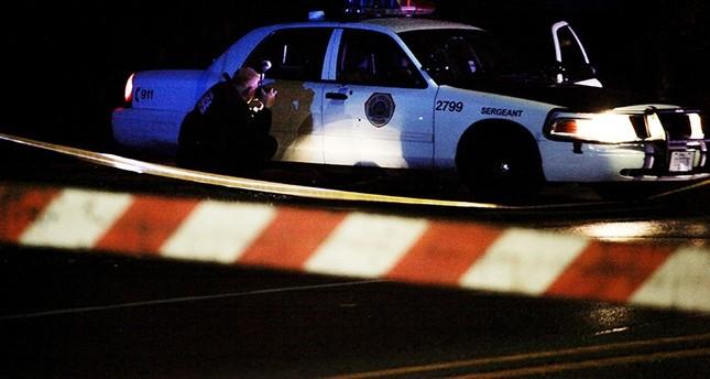 ما زال طليقاً.. مسلح يقتل ضابطي شرطة في أمريكا