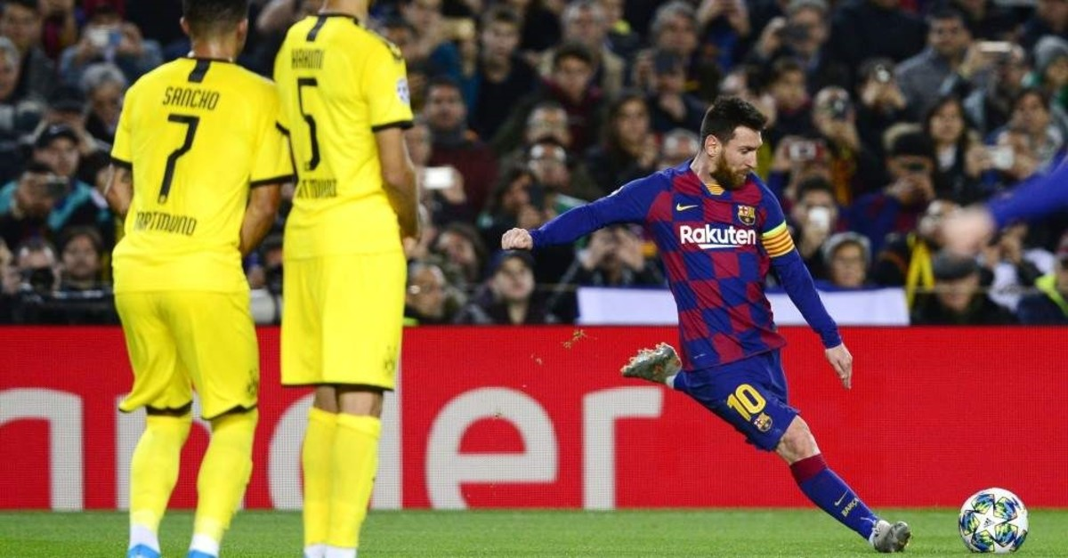 Messi shoots following a foul during the UEFA Champions League Group F football match in Barcelona, Nov. 27, 2019. (AFP Photo)