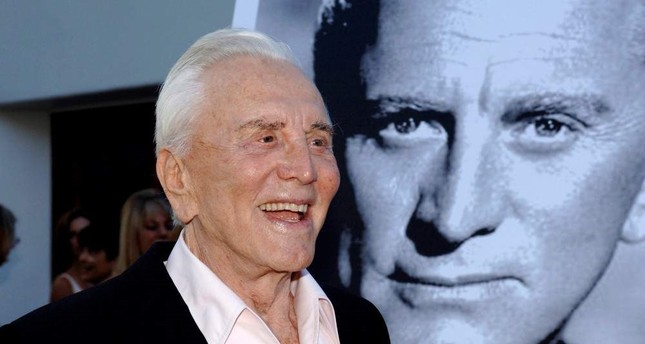 Actor Kirk Douglas arrives to receive an inaugural award for excellence in film presented by the Santa Barbara International Film Festival, July 30, 2006. REUTERS Photo