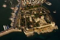 بسبب متاحفها وآثارها.. قلعة بودروم التركية تعج بالسياح