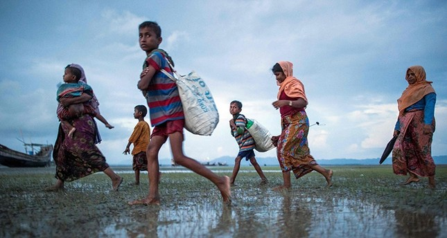 Rohingya Muslim refugee walks after crossing the border from Myanmar, on the Bangladeshi shores of the Naf river in Teknaf on September 29, 2017. (AFP Photo)