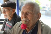 Turkish man holds rose in his mouth for 59 years to avoid smoking