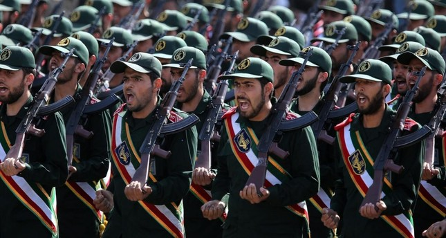 جندي إيراني يطلق النار على زملائه مخلفاً 4 قتلى و8 جرحى