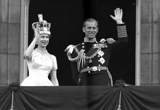 UK's Queen Elizabeth, Prince Philip mark their 70th wedding anniversary