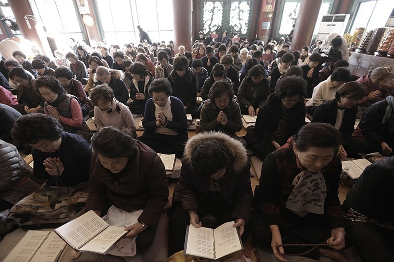 Parents pray for their children's success in the Scholastic Aptitude Test at the Jogye Temple in Seoul, South Korea, Wednesday, Nov. 15, 2017 (AP Photo)